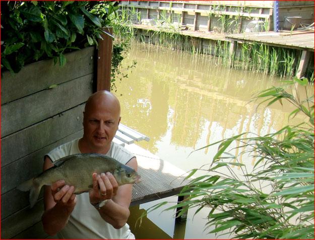 vissen vanuit de tuin